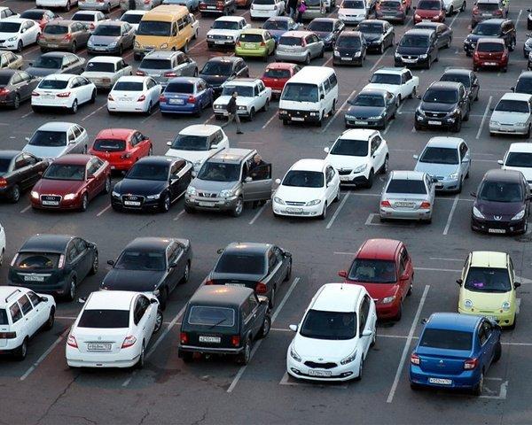 В Краснодаре начнут решать проблему парковок