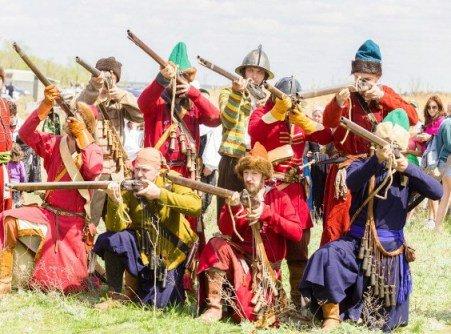 Под Волгоградом прошел фестиваль исторической реконструкции, на котором воссоздали Царицынское сражение