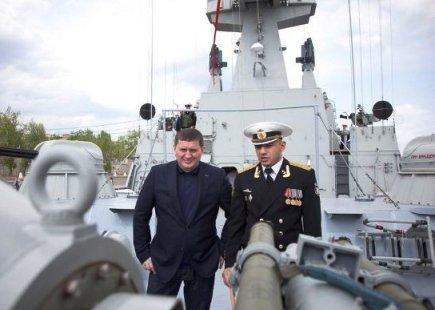 Глава Волгоградской области посетил артиллерийский корабль