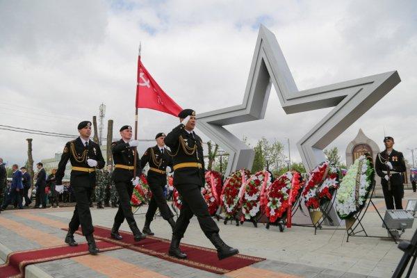 В Астрахани к празднику открыли Аллею воинской славы