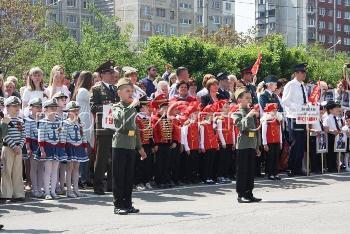 Детские войска прошли парадом по Ростову
