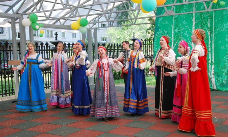 Фестиваль «Живая старина» проходит в Ростовском Кремле