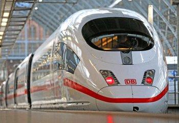 Волгоград и Астрахань связал первый поезд-экспресс