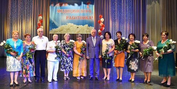 На праздновании Дня медработника в Адыгее отмечен вклад медиков в улучшении демографической ситуации в республике