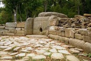 Добровольцы исследуют древние дольмены Адыгеи