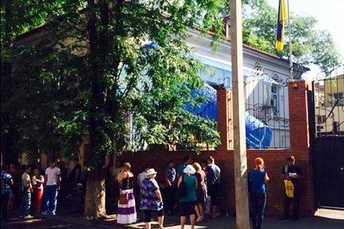 Ростовчане требуют выслать украинского консула