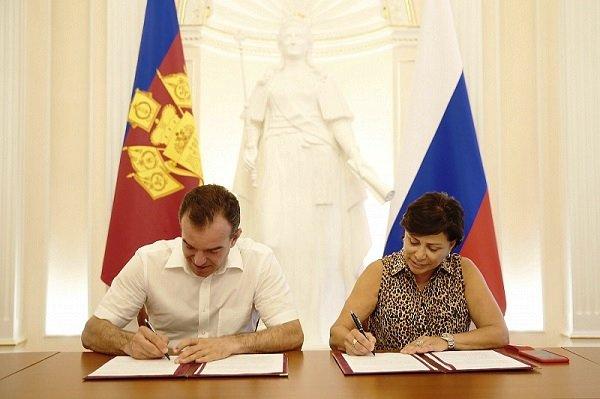 И. Роднина подписала соглашение с В. Кондратьевым о развитии школьного спорта в Краснодарском крае