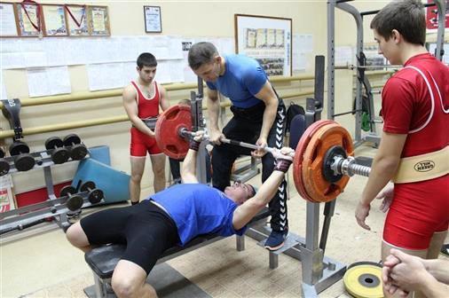 Учитель по физвоспитанию  из Волгограда усатновил мировой рекорд в становой тяге