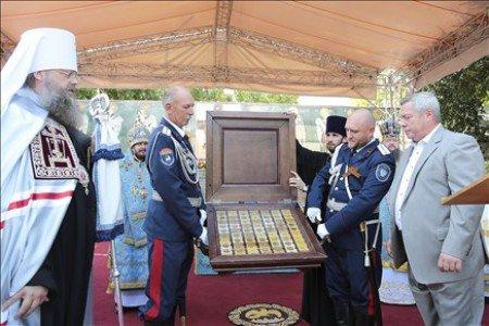 В Ростовский собор Василием Голубевым переданы святыни РПЦ