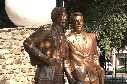 В Волгограде открыли единственный в России памятник Глебу Жеглову и Володе Шарапову