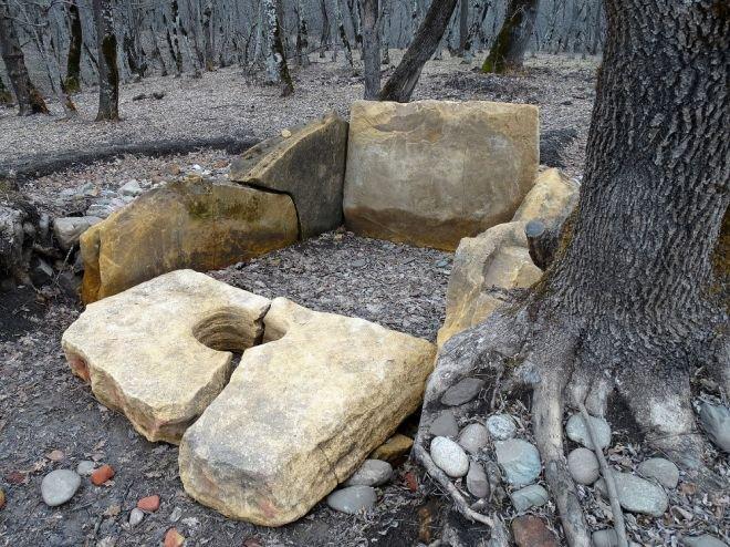 В Адыгее мегалитический памятник пострадал от нападения вандалов