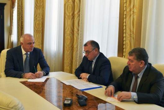 Глава Адыгеи провел встречу с председателем Общественной палаты