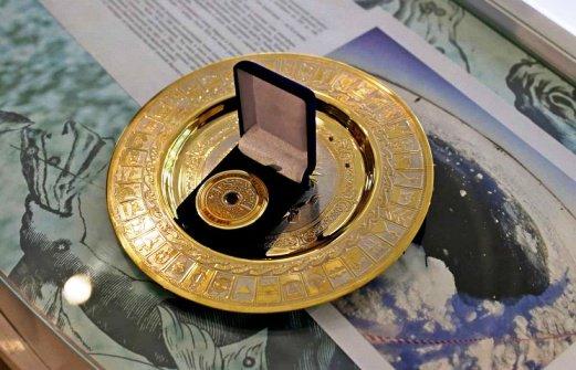 Герои сочинской Олимпиады получили медали с осколками