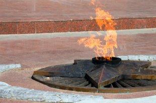 Две студентки из Армавира раскурили кальян в чаше Вечного огня
