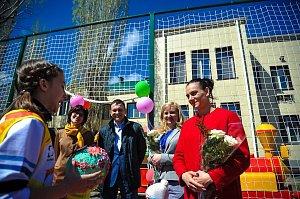 Елена Исинбаева открыла новую спортплощадку в социально-реабилитационном центре Волгоградской области
