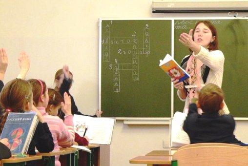 В Астраханской области  зарплаты педагогам урежут на 5-20%