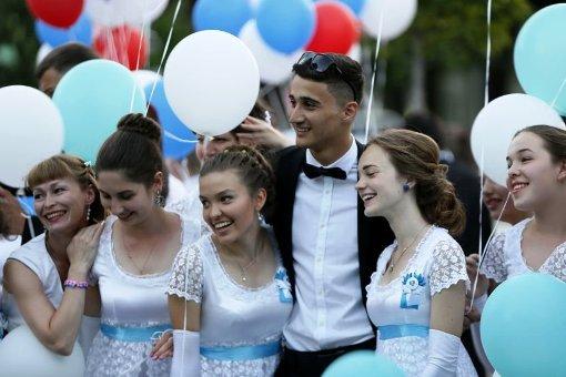 Губернаторский бал в Краснодаре собрал 2,5 тысячи выпускников