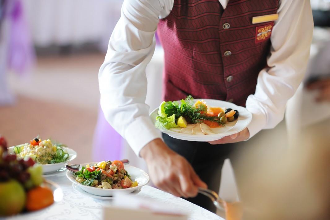 Бизнес в кафе – минимальные издержки с мясными консервами