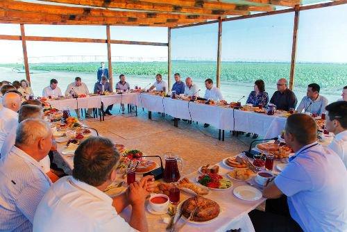 Д. Медведев разочарован отсутствием в Астраханской области собственной продукции