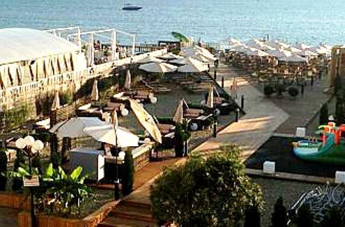 В Сочи открылся пляж за 2 тыс. руб. за вход