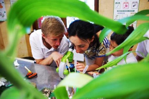 В Сочи Парке детям прививают любовь к науке сказками, квестами и занимательными исследованиями