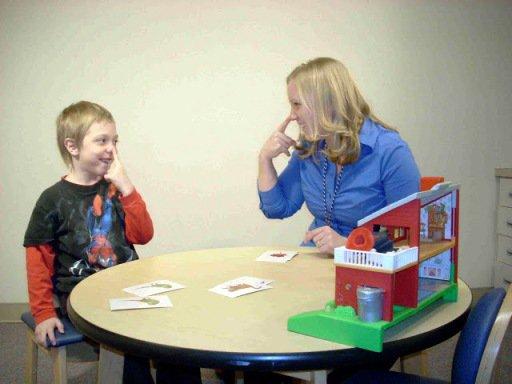 В Астрахани осваивают новую методику работы с детьми, больными аутизмом