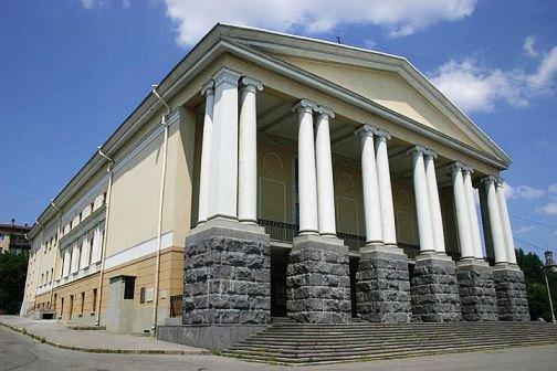 Губернатора Волгоградской области обвинили в безучастности к проблемам театров
