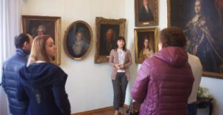 Жители Таганрога выбрали новую экспозицию картин художественного музея города