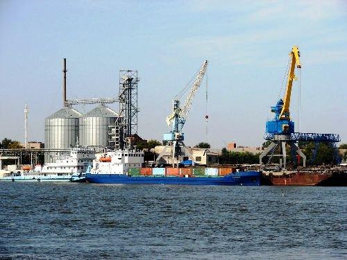 Бюрократия привела к уменьшению грузооборота в портах Астраханской области
