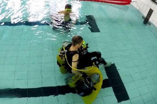 Таганрогский инвалид-колясочник изобрел коляску для дайвинга