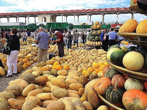 На семи рынках Сочи запретили вести торговлю 4 дня в неделю