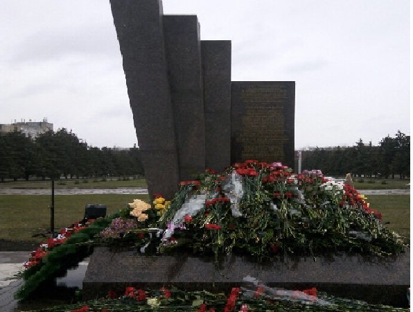 В Ростове открыли монумент в память годовщины крушения лайнера