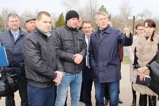Ростовские депутаты проехались по кладбищам