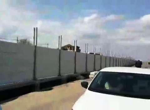 Сплошная стена бетона разделила Гумрак на две части