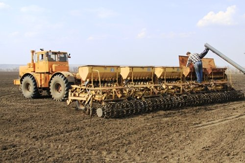 Глава Волгоградской области А. Бочаров поставил перед аграриями задачу закончить сев вовремя и на 100%