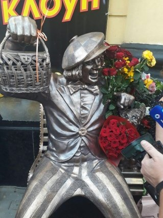 В Ростове открыли памятник солнечному клоуну Олегу Попову