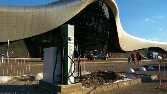 На новой заправке у ТРЦ Oz Mall в Краснодаре можно полгода  заряжать электрокары бесплатно