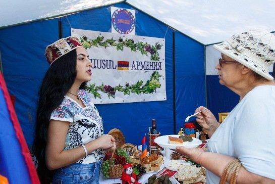 Фестиваль национальных культур состоялся в Комсомольском саду Волгограда