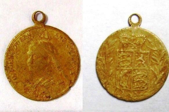 В Ростове во время раскопок нашли медальон 1887 г