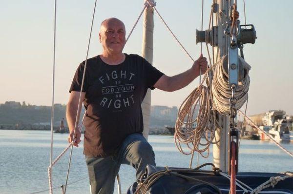 Британский бизнесмен Грэм Кентслей приплыл на яхте Sharlyn в Волгоград