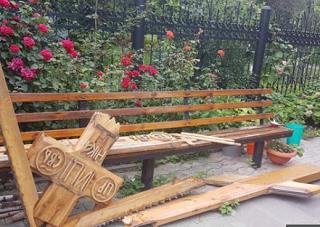 Поклонный крест у храма Иона Предтечи в Волгограде снова пострадал от вандалов