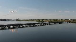 По наплавному железнодорожному мосту сможет проехать бронепоезд