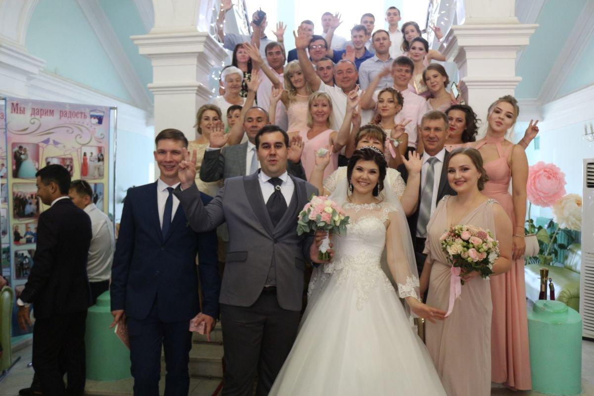 В Астраханской области случился свадебный бум
