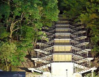 Уникальную 45-метровую лестницу в районе