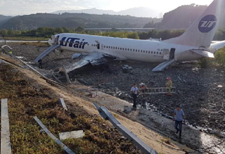 Летчики с многолетним стажем называют героем человека, сумевшего посадить без жертв самолет в непростых погодных условиях в Сочи