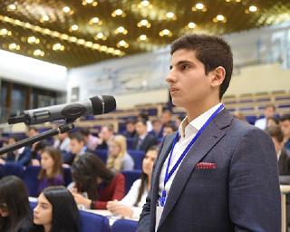 Студенты Московских вузов из Адыгеи встретились с Муратом Кумпиловым
