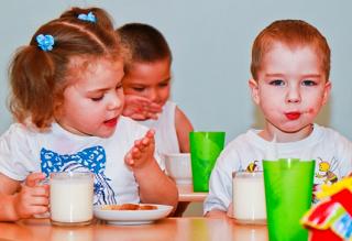 В Астрахани детей кормили некачественными продуктами