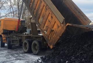 Гуковские шахтеры наконец поучили пайковый уголь