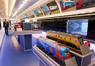 Поезд-музей, посвященный истории железнодорожного транспорта прибыл в Элисту