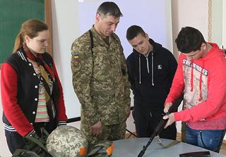 О престиже военных профессий рассказали школьникам Калмыкии